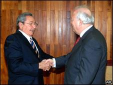Raúl Castro, presidente de Cuba, y Miguel Ángel Moratinos, canciller español