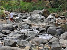 Lecho casi seco de un río en Colombia