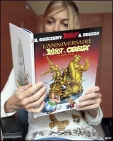 """""""El Aniversario de Asterix y Obelix: El libro de Oro"""", último álbum que sale hoy a la venta para celebrar las bodas de oro de la historieta francesa"""