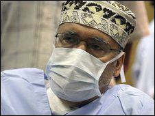 طبيب عاين المقرحي في السجن يؤكد مرضه 091031043219_magrahi