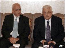 Saeb Erekat e Mahmoud Abbas (Foto: AFP)