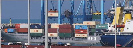 Marinha de Israel intercepta navio carregado com armas