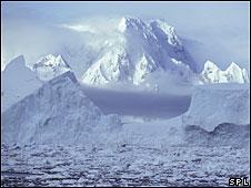 ледокол все-таки плывет к пингвинам 091116093749_ice_226b