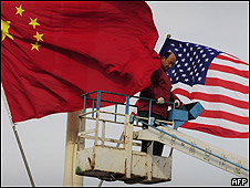 Banderas de China y EE.UU. en Pekín