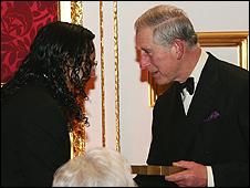 Núñez recibe el premio de manos del Príncipe de Gales