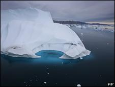 Iceberg derritiéndose en Groenlandia
