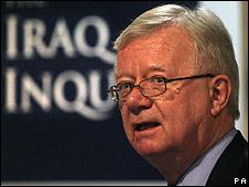 Sir John Chilcot, presidente del comité de investigación sobre la guerra en Irak.
