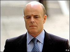 Sir John Scarlett, ex jefe de inteligencia