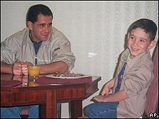 Elián González tras reencontrarse con su padre