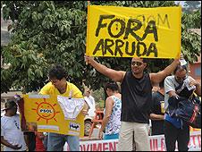 Protestas frente a la oficina de Arruda, en Brasilia. Foto: Antonio Cruz/ABr