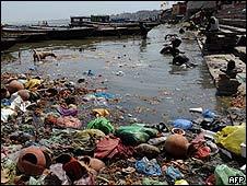 Ofrendas en el río Ganges