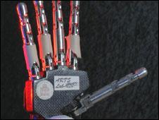 A mão biomecânica