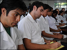 Estudiantes de medicina en Cuba