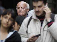 Eduardo Galeano en la calle. Foto: Bernardo Pérez, 2008