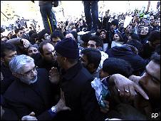 حضور میرحسین موسوی در تشییع جنازه آیت الله منتظری
