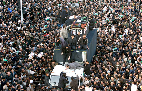 Mourners in the funeral procession for Iranian cleric Grand Ayatollah Hoseyn Ali Montazeri in the city of Qom, 21 December 2009