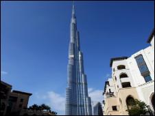 عطل في المصعد ادى الى اقفال برج خليفة بدبي
