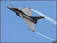 Caça francês Rafale, da Dassault, durante voo demonstração em 2009