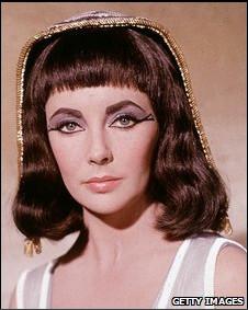Elizabeth Taylor como Cleopatra