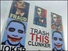 Carteles críticos contra Obama