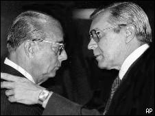 Gen. Octavio Medeiros (der.) ex jefe de inteligencia, y ex gobernante militar Joao Batista Figueiredo (izq.), imagen de archiv