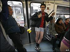 """В метро без штанов Совсем недавно в мире прошла акция  """"Метро без штанов """"."""