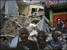 Imagen publicada en Twitter tomada en Puerto Príncipe tras el terremoto.