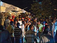 Люди на улице Порт-о-Пренса