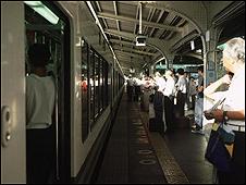 محطة قطارات يابانية