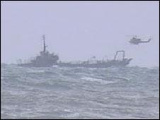 هليكوبتر وسفينة انقاذ