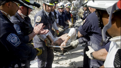 Jens Kristensen is rescued from the rubble (17 January 2010)