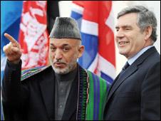 阿富汗總統卡爾扎伊和英國首相布朗
