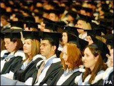 儘管學費一漲再漲,過去九年中,來英國上大學的外國學生幾乎翻了一翻。