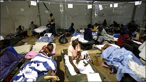Haitianos em hospital improvisado na Universidade de Miami