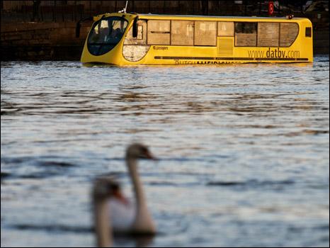 حافلات برمائية