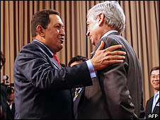 El presidente de Venezuela, Hugo Chávez y el embajador de España en Caracas, Dámaso de lario Ramírez.