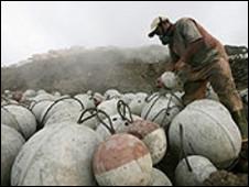 Warga mengungsi karena lumpur Lapindo