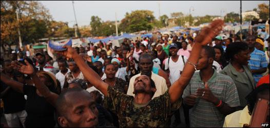 Asistentes a una misa en Haití