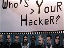 مسؤولون أمريكيون سابقون يخوضون معركة افتراضية