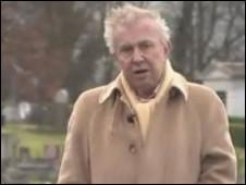 O apresentador da BBC Ray Gosling conta seu segredo durante o programa