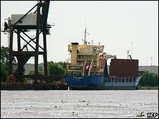 El barco Thor Leader, en el puerto de Campana, a 70 km de Buenos Aires