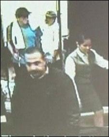 Líder do Hamas sendo seguido por dois suspeitos no hotel