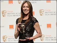 Kathryn Bigelow recibiendo el premio Bafta en Londres