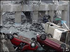 Autopista destruida por terremoto en Chile.