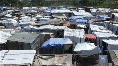 Tiendas de campañas que alojan a damnificados del terremoto de Haití