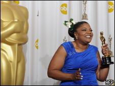 Mo'Nique comemora seu Oscar de melhor ariz coadjuvante