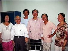 Linh mục Nguyễn Văn Lý và bạn hữu tại nhà hôm 15/03