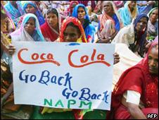 Protesta en India contra Coca Cola (foto de archivo)