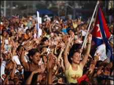 Asistentes al concierto de Calle 13 en Cuba