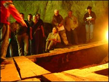 Excavación en la cueva de Denisova (FOTO: J. Krause)
